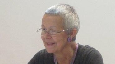 Prof. Dr. Gertraude Krell sitzend