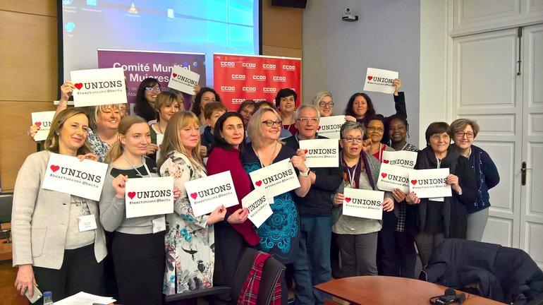 UNI Frauen zeigen Solidarität